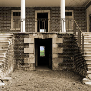 1978 : Drayton Hall: . Upstairs, Downstairs. This plantation house had slave quarters on the lower level.